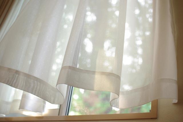 引っ越し先でベランダに出る窓のカーテンの長さが合わないとき