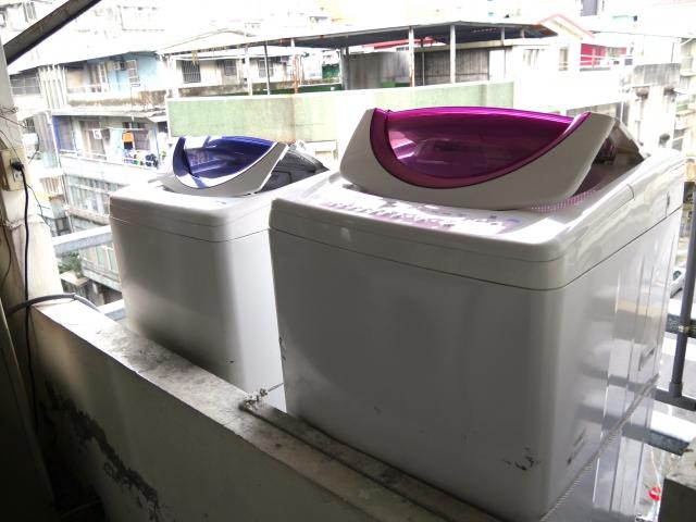 ベランダに洗濯機を設置する場所があるときに囲いは必要?
