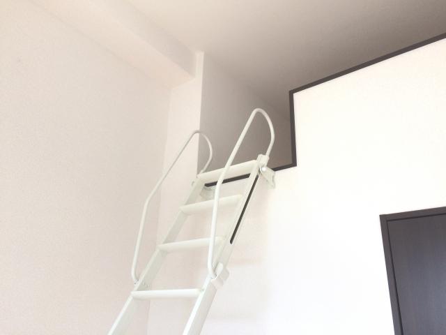 「ロフトのはしごは邪魔だ」と不評?メリットも多くある!
