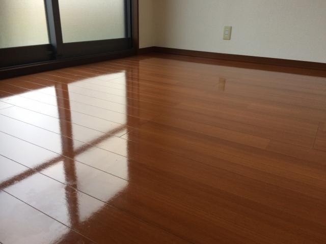 床をきれいに保とう!ワックスがけの頻度や基本の手順は?
