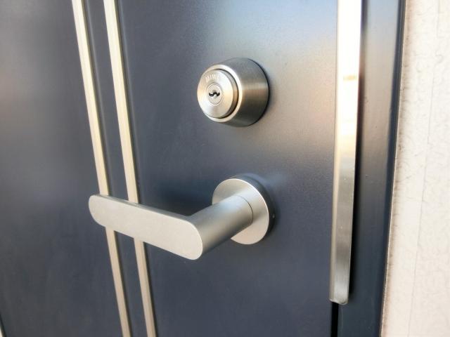 自分で直せる!玄関のドアノブが緩みはじめた時の対処法!