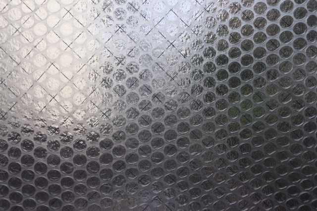 窓にプチプチを貼って防寒対策!その効率的な貼り方をご紹介