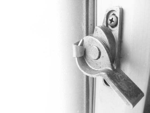窓の鍵の交換方法を自分で覚えて防犯性の向上とコスト削減