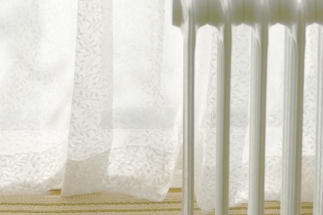 窓からの隙間風対策には何ができる?ニトリの商品をご紹介!