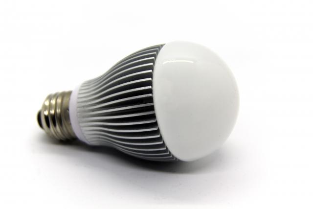 アパートの照明が切れたらLED電球に交換!費用は誰の負担?