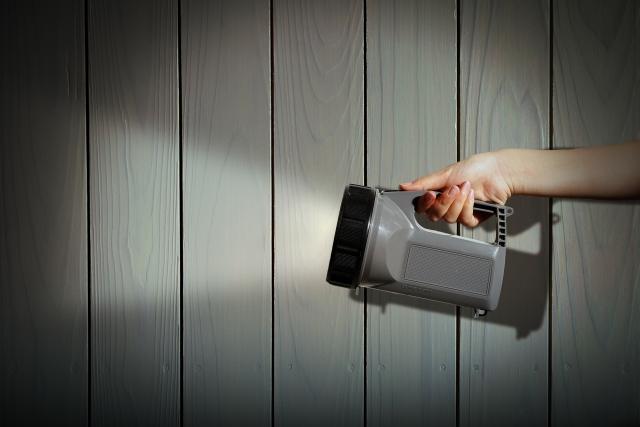 家の電気がつかないときはどうすればいい?原因と対処法は?