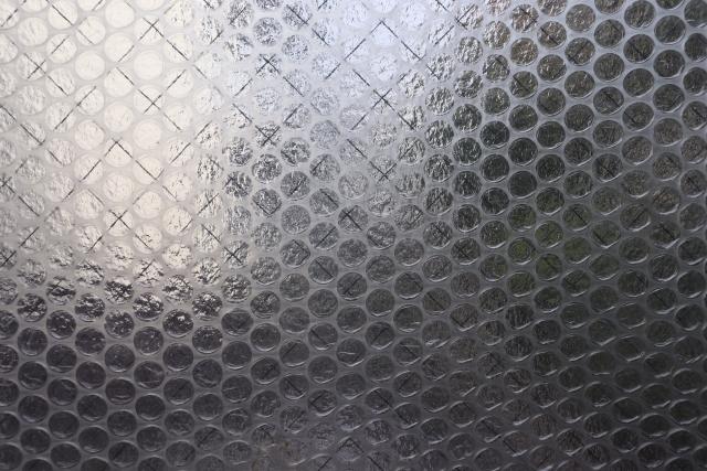 窓から入る冷気対策には身近にあるプチプチを使おう