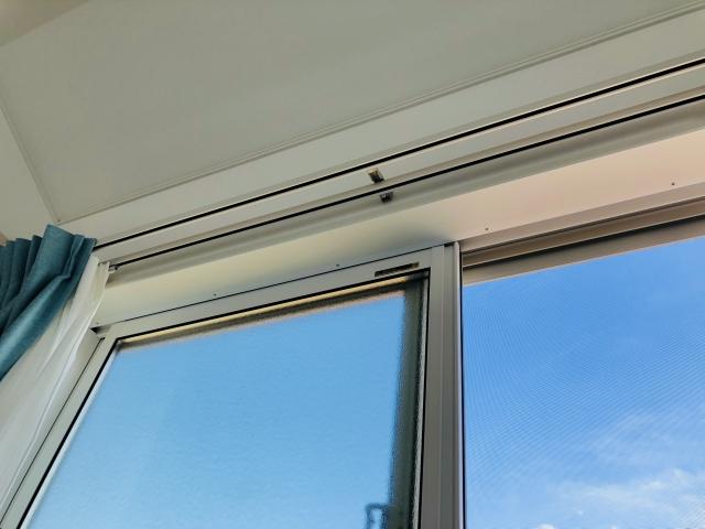 窓に貼れる遮光フィルムの種類は?100均でも効果ある?
