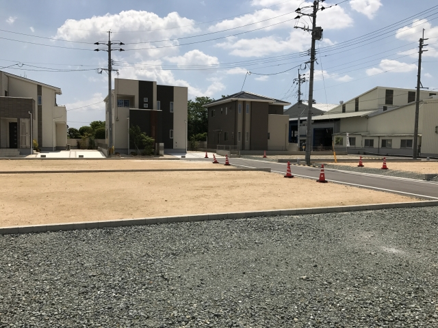 外構の駐車場をコンクリート舗装する場合にかかる費用は?