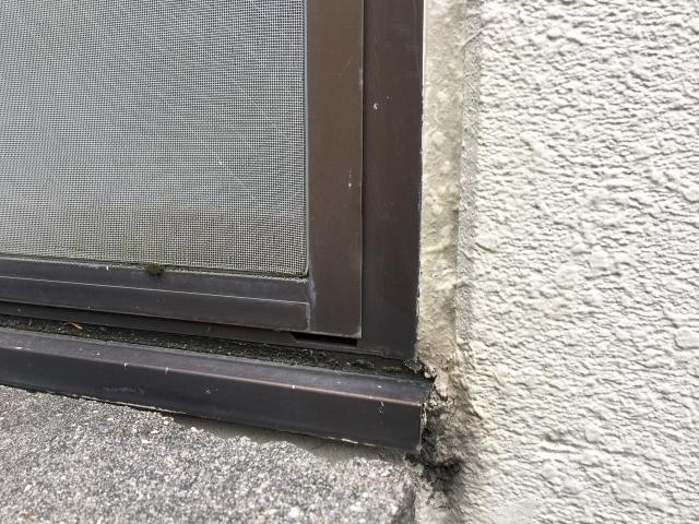 窓ガラスのゴムパッキンの寿命は?劣化したら交換するべき?