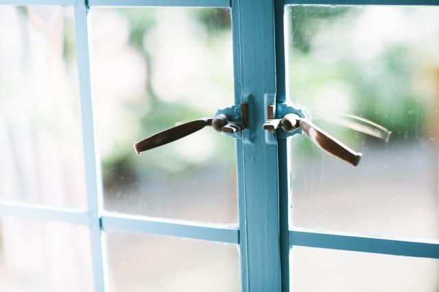 嬉しい利点があるけど窓が大きいときは寒いの?寒さ予防を!
