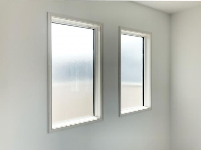 部屋が明るく気分もいい!窓と網戸を掃除してみよう!