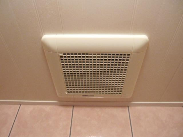 トイレにつける換気扇の役割は?掃除のために外し方も知ろう