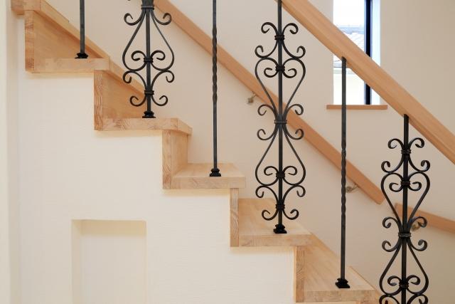 住宅(共同住宅を除く)の階段は蹴上と踏面のバランスが重要