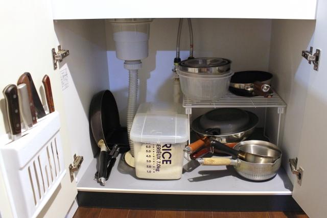 台所のシンク下収納の落とし穴!臭いや汚れの解決法