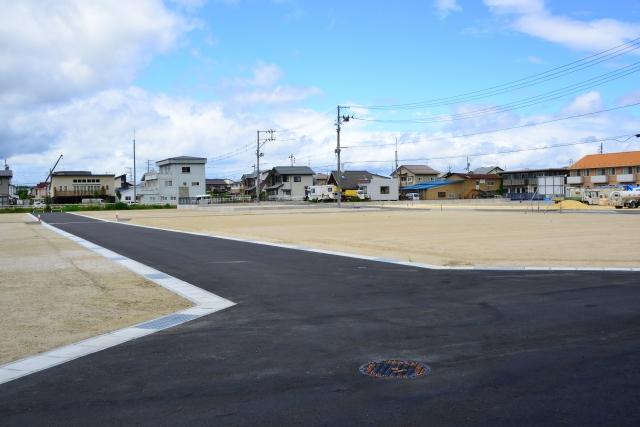 地目が公衆用道路の場合に建築物は造れる?建築基準法も大事