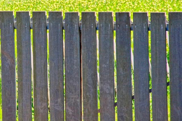 隣との境界でのフェンストラブル!二重フェンスはどうする?