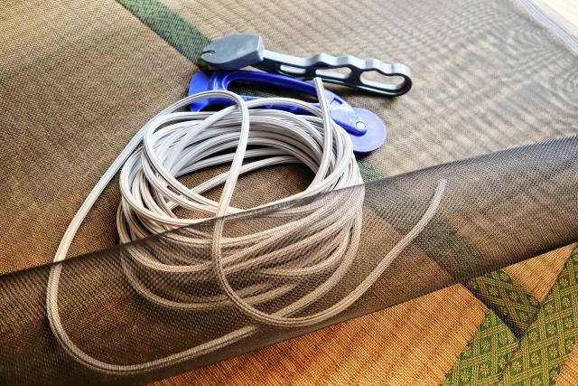 玄関に網戸を取り付けたい!DIYでもできる方法はあるの?