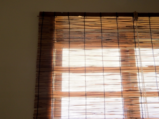 窓まわりにできる暑さ対策に「すだれ」を!室内でも使える?
