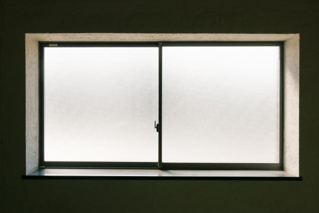 賃貸物件での窓ガラスのゴムパッキンの劣化!交換の目安とは