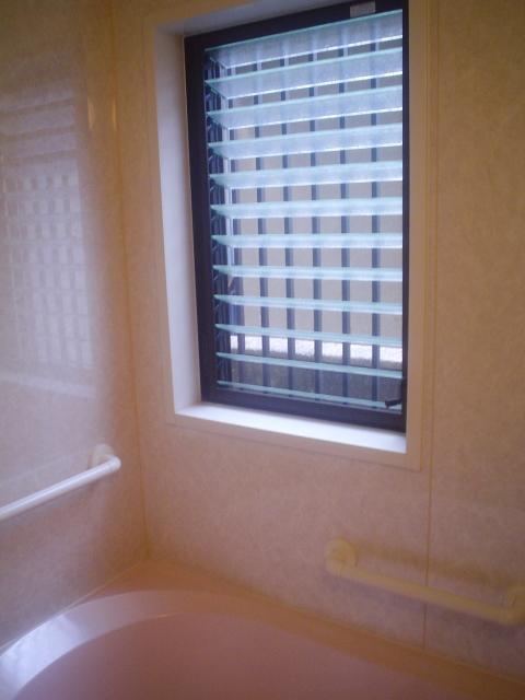 ルーバー窓ハンドルが固まる!?開閉のためにはこまめに掃除