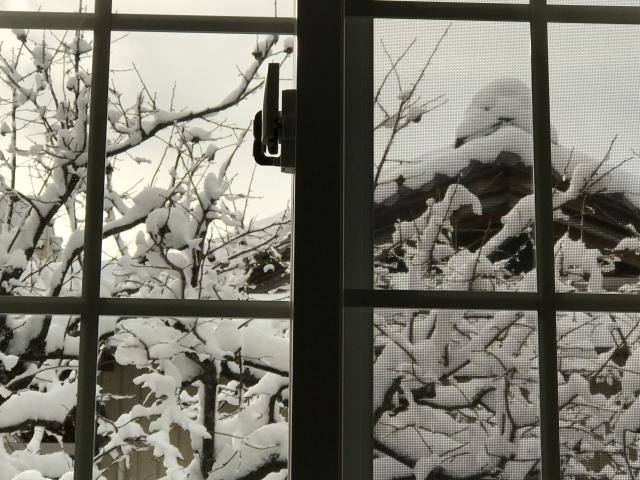 窓からの冷えにパネルで対策!防寒パネルを設置して温かく!