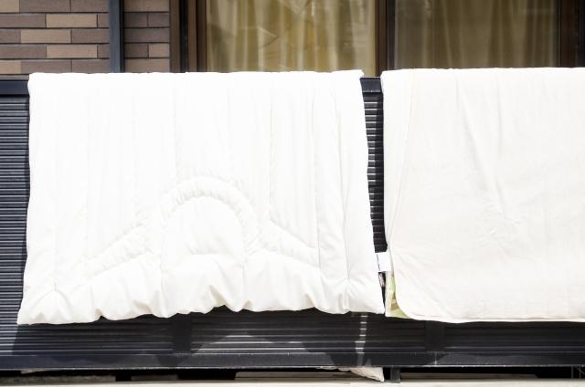 マンションで窓の手すりへの布団干しがNG!その理由とは?