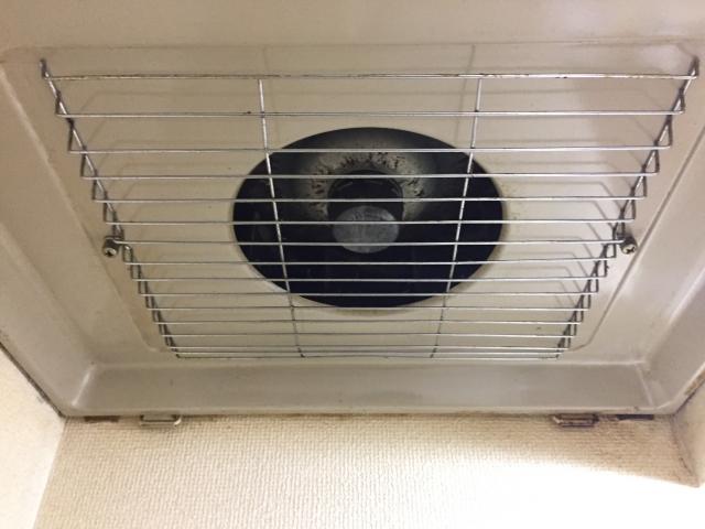 窓に換気扇を後付けしたい!小型換気扇の取り付けDIY!