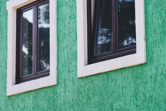 換気のための窓の開け方!窓用換気扇や隙間の使い方もご紹介