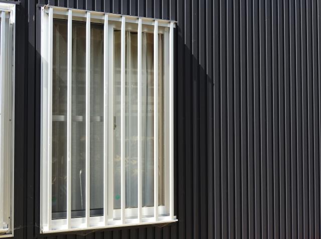 窓の面格子は取り外し方が簡単?!防犯性を高める面格子とは
