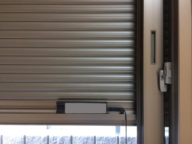 掃き出し窓の電動シャッターが故障した?原因と対処法