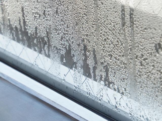 窓の結露にお悩みなら!ガラスや額縁ごと交換するのが有効