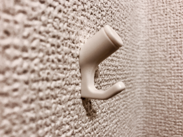 アパートの壁におすすめ!ホッチキスで付けるフックのご紹介
