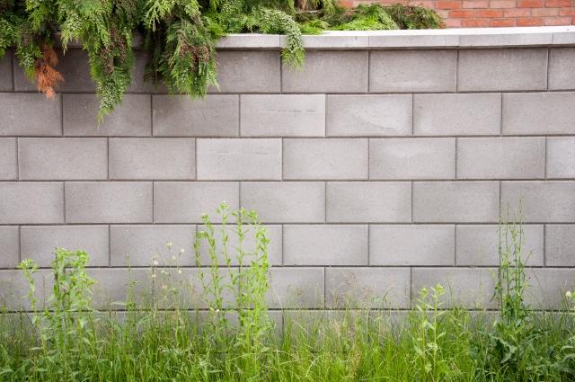 隣地との境界に塀をつくるとき気になる高さや注意点について