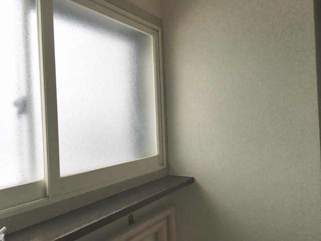 窓の防寒DIY!熱の逃げ道に対策をして冬を乗り越えよう!