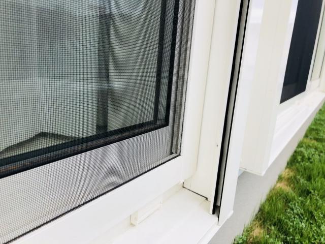 窓に開いた隙間が気になる!ゴムパッキンの劣化が原因かも?