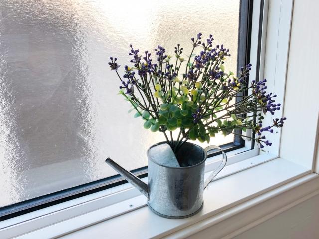 窓をインテリアで飾りつけよう!賃貸でもできる方法をご紹介