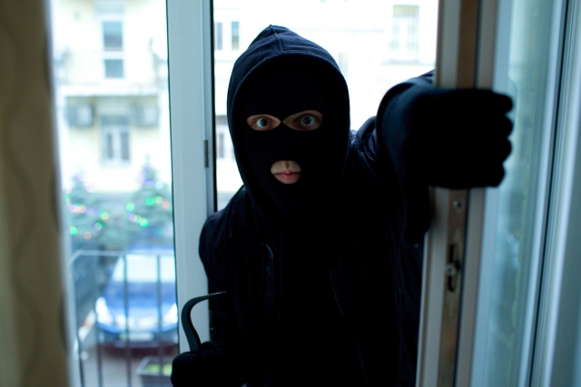 窓の開け方は意外に簡単!?防犯対策は鍵だけに頼らない!