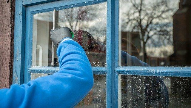 窓の掃除が面倒くさい!簡単に済ませられる掃除方法はある?